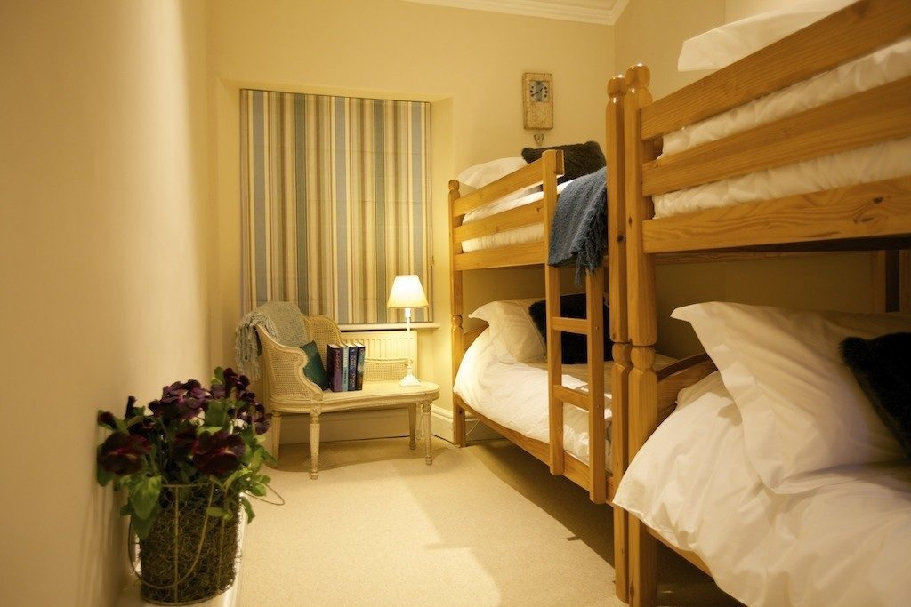 Castleton double bunk room at Darley House